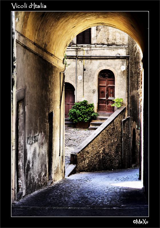 V - Vicoli Italia.jpg